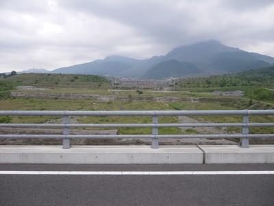 橋の上から砂防ダム.jpg