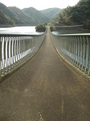 香下ダム吊り橋2.jpg