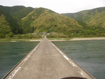 高瀬の沈下橋の上.jpg